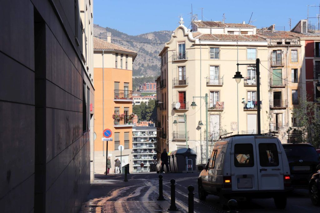 Alcoi and neighboring 'sierras' by car. 2